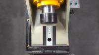 液压机对抗VCD机与音响,到底谁更强悍!网友:都变成渣渣了