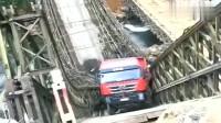 卡车司机:相信我,我没吃多,不是我压塌的,是它自己倒的!