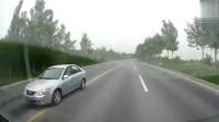行车记录仪:对面车不知道是不是睡着了,吓得我好几分钟没缓过来!
