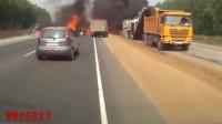 惨烈!车祸发生后瞬间起火,司机没有生还机会!记录仪拍下全过程