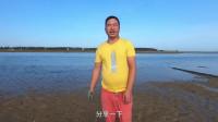 赶海时在海滩上发现这口废井,阿叔钻进去一看,乐得笑出了声