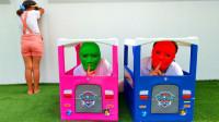 超好笑!萌宝小萝莉怎么和爸妈玩捉迷藏?谁躲在箱子里了呢?儿童亲子游戏玩具故事