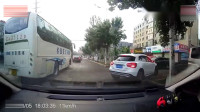 2大爷喊破喉咙,也没能阻止5岁孙女横穿马路,记录仪拍下绝望3秒