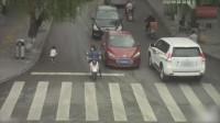 2轿车从儿子身上开过去了!监控拍下她绝望8秒