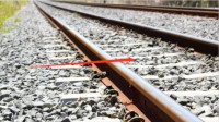 同样是铁轨,为什么火车下面要铺石子,而高铁却不需要?