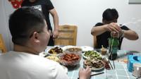 朋友聚会,老公用4斤龙虾做了1大盆,朋友激动地啤酒都喷了?