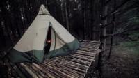 冒险野外露营建造树屋