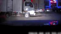 女司机刚起步就撞5车 老公绝望3连吼:哎呀!完了!踩刹车!