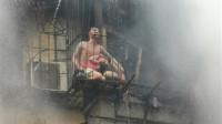 广州一处楼房失火 男子用身体挡住烈火保护孩子