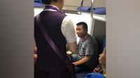 男子火车霸座吃泡面拒让座 女乘务员劝阻反被怼:你帮我端碗!