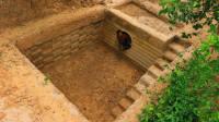 原始技术,小伙野外挖地下庇护所小屋,网友却说下雨会被淹掉!
