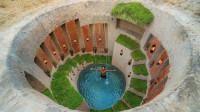 原始技术,挖一个十几米深的游泳池,游泳池和庇护所合二为一