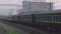实拍火车通过丰台南信号站,近距离感受火车行驶!