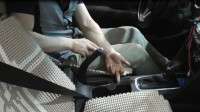 手刹行程太高,手刹制动效果差,老司机教你自己调节手刹