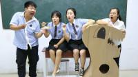 学生挑战用竹签夹花生米,夹到100分有奖励,老师的奖励太有才了