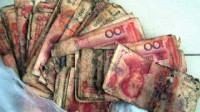 老人在家埋了5000元,10年后全部腐烂,去银行兑换竟值天价