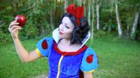 国外女子美妆秀:仿妆打扮成的白雪公主你觉得好看吗?
