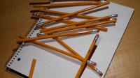 铅笔的制作,脆弱的笔芯是怎么安装进去的?看完解开多年疑惑
