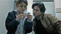 谷阿莫:5分钟看完鬼父拍女儿不雅照的电影《拍栗得 Polaroid》