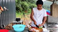 一斤猪肉,一斤辣椒,再来4碗米饭,今天中午吃简单一点