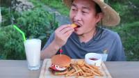 韩国农村大叔的一顿饭:自制奶酪汉堡和薯条,感觉不输汉堡店的呢