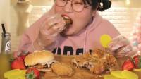 东北胖妞手撕大炸鸡吃,边吃边吧唧嘴,吃的满嘴是油,好过瘾