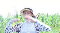 乡村美食分享:美女制作美味的虾米炒玉米,好好吃