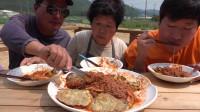 【韩国吃播,咀嚼音】中字:兴森一家-吃辣凉面和肉煎饼料理