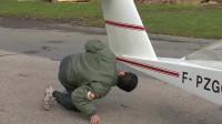 大叔无聊做了一架迷你飞机,想飞上天和太阳肩并肩,他能成功吗?