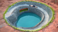 荒野牛人建造地下游泳池,全程用木棍凿出来的,佩服小伙坚挺毅力