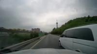 行车记录仪:高速上行车,这面包车几个意思,难不成我还挡着他的道了?