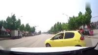 行车记录仪:美女司机这么开车,还朝着我笑,真是拿她没办法