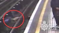 英国男子无故将91岁老人推入铁轨 被判终身监禁