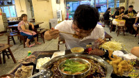 大sao去重庆吃火锅,蒜泥随便吃,毛肚肉卷配血旺,辣的太过瘾了
