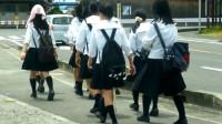 为什么日本女孩的腿都是弯的?日本专家:这都怪你们中国!