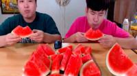 韩国吃播donkey兄弟西瓜,看着都流口水啊