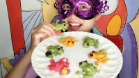妹子吃创意巧克力,彩色小青蛙脚戴小葫芦,漂亮又好吃超赞