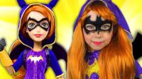 国外小女孩美妆秀:妈妈帮她化妆打扮成了蝙蝠女侠