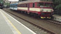 近距离拍摄火车行驶的全过程,头次见还有这种操作的!震撼了