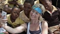 """19岁美国""""圣母"""":扎根非洲十几年,救死了100个孩子……"""