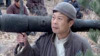 新地雷战神勇小子:麦爸趁机带人流进弹药库,萧春太郎感觉有动静