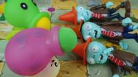 植物大战僵尸玩具:豌豆射手和大喷菇哪个威力大?路障僵尸说了算