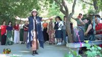 紫竹院广场舞,73岁的老师讲解新疆舞的有关知识并献舞一曲