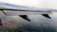 飞机的发动机那么重,装在薄薄的机翼下面,难道不担心会折断吗?