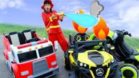 超惊险!怎么有两辆汽车着火了?萌宝小正太如何紧急出动呢?儿童亲子游戏玩具故事