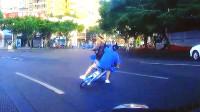 单车骑到路中间,危险常伴在身边,中国交通事故合集2019