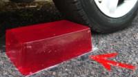 新款解压方式:汽车轮胎底下,果冻能顶住汽车的碾压吗!
