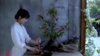 李子柒:张罗了些桃花味的小甜点,碾作汁熬成浆,依旧香的固执!