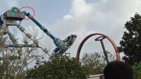 """吓人!游乐园的""""大摆锤""""突然断裂 31名游客被径直砸向地面"""