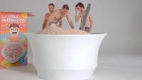 国外小哥脑洞大开,挑战用70颗棉花糖泡澡,这还能吃吗